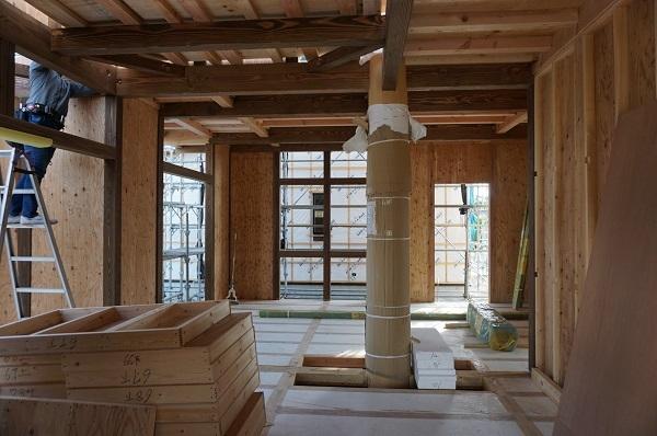 屋根まで「大黒柱」がそびえ立つI様邸の上棟式