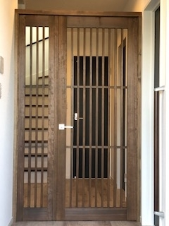 格子ドア.jpg